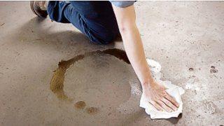 Нефтепродукты удаляются ветошью, после чего поверхность обезжиривается бензином или растворителем