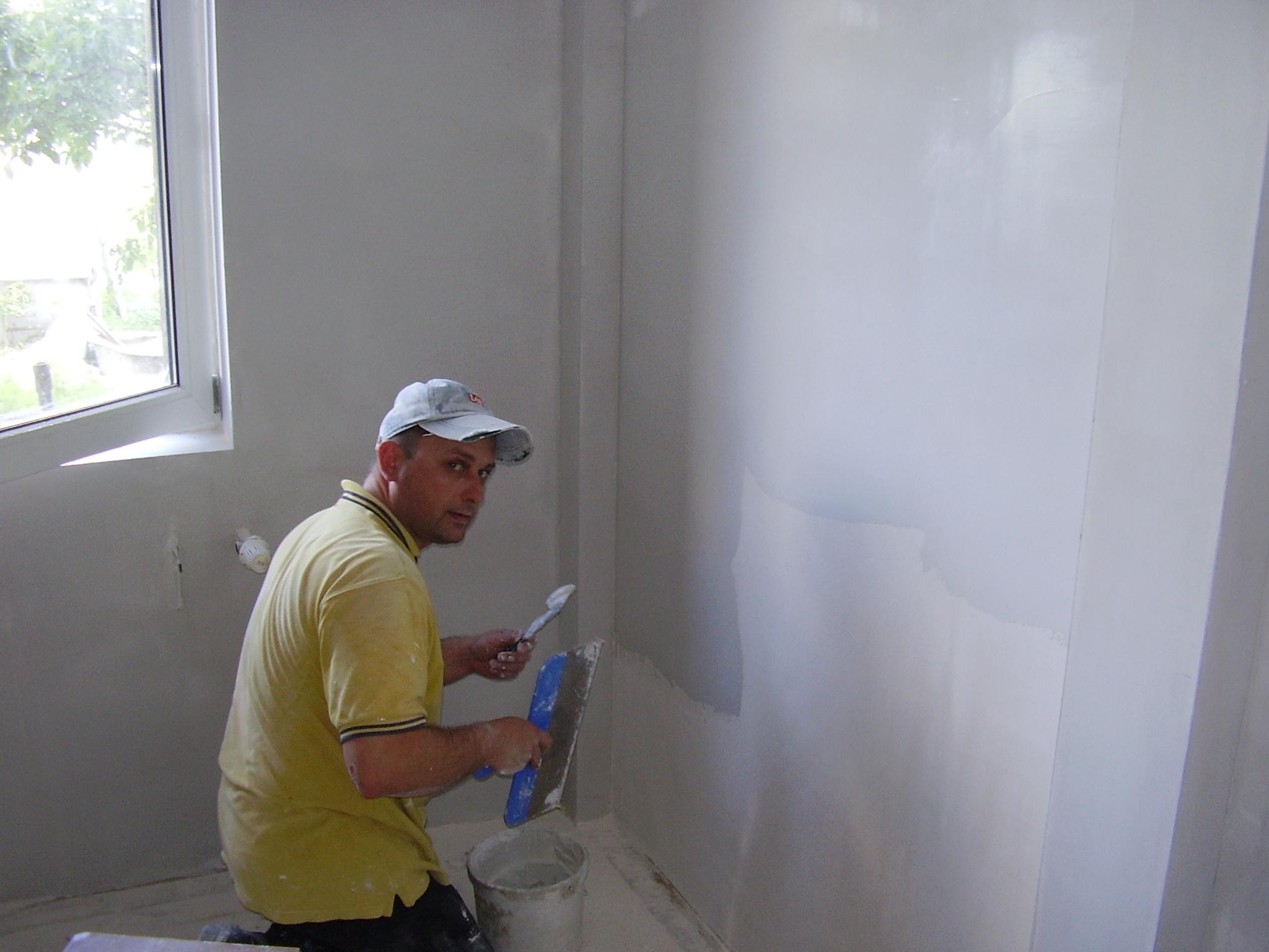 Как зашпаклевать стены под обои своими руками фото 840