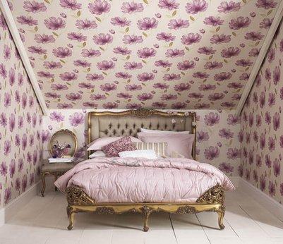 Неудачное оформление маленькой комнаты крупными цветами