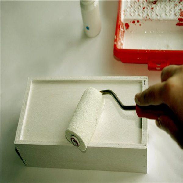 Но инструкция сначала требует подготовить смесь своими руками до нужной консистенции согласно методу нанесения