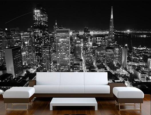 Ночной город за спиной смотрится невероятно эстетично