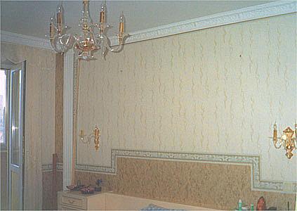 Обильное применение декоративных элементов различного вида позволяет создать оригинальный дизайн, свойственный для гостиной