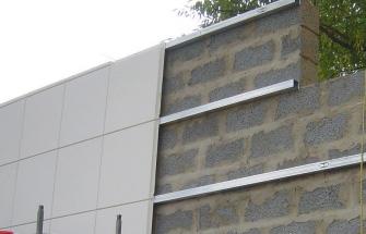 Облицовка части стены панелями из ПВХ.