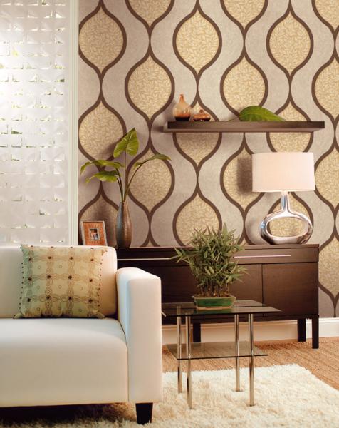 Обои на стену в гостиную с большим рисунком оправданы, если помещение достаточно большое («С»)
