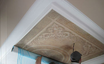 Обои с фресками на потолке
