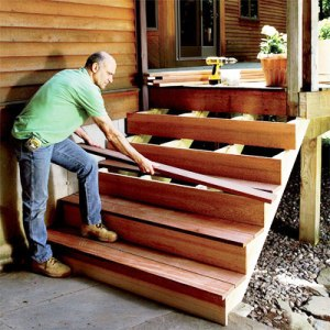 Обшивка лестницы деревом