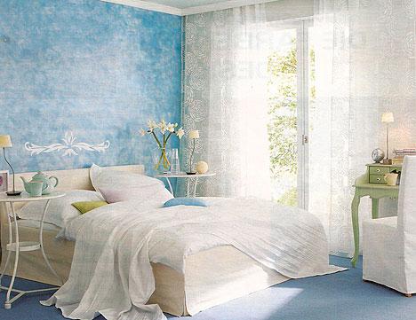 Обстановка в спальне, в том числе и обои, должна способствовать полноценному отдыху.