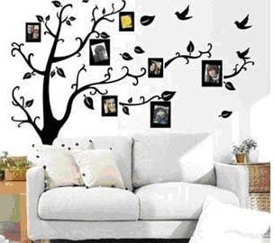Очень интересный вариант, когда фотографии также приклеиваются на стену