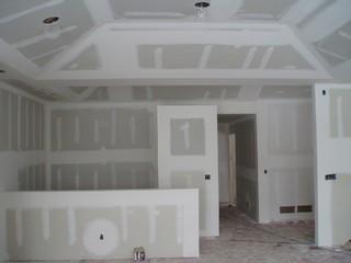 Один из наиболее эффективных способов подготовки стен – это оклеивание их листами ГВЛ.