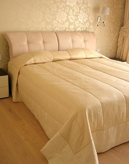 Однотонная спальня.