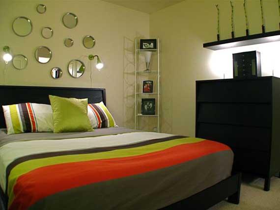 Однотонные оливковые стены и темная мебель создадут спокойную атмосферу