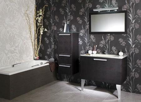 Оформление ванной комнаты с использованием специальных типов обоев
