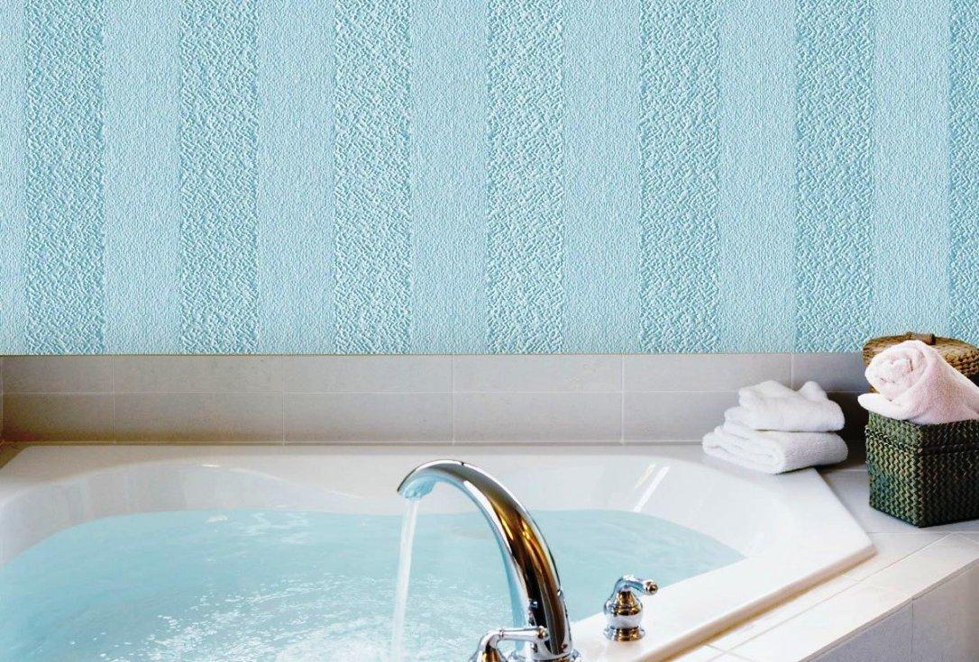 Окрашенные краской-герметиком стеклообои в ванной.