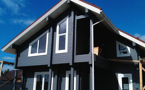 Окрашенный деревянный фасад