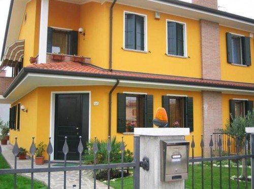Окрашенный кремнийорганической краской фасад