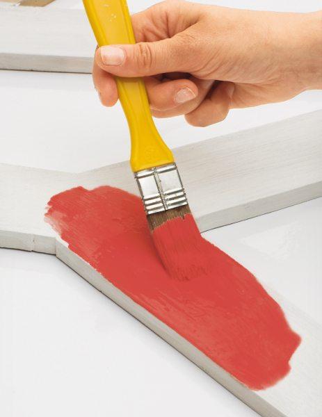 Определенные виды таких материалов предназначены для того, чтобы скрыть структуру поверхности или производить работу по шпаклевке для создания пленки