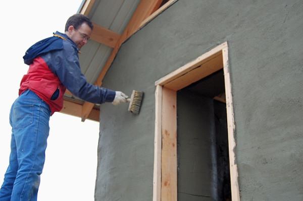 oshtukaturivanie-doma-600x399 Как своими руками оштукатурить дом из кирпича, бруса и СИП-панелей Свой дом