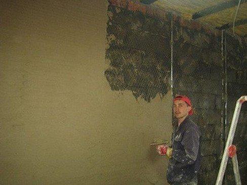 Оштукатуривание стены поверх сетки