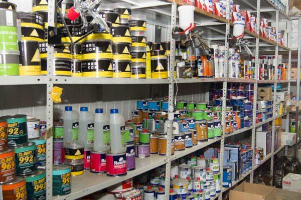Отапливаемый склад для лакокрасочных материалов в магазине