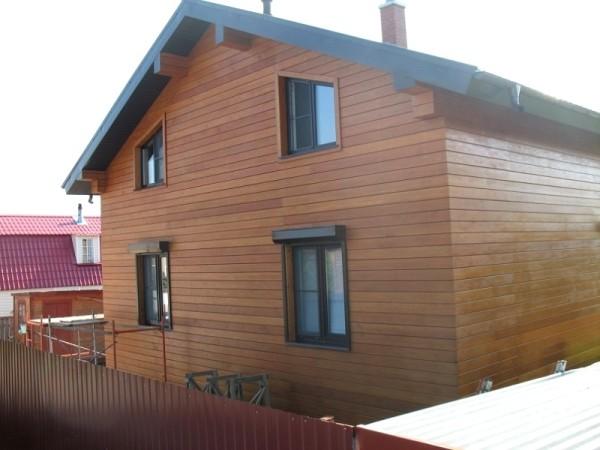 Отделанный планкеном фасад