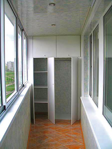 Отделка балконов пластиком: один из возможных вариантов