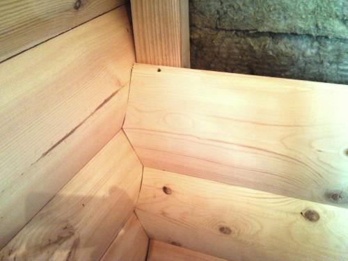 Отделка Блокхаусом внутри дома заставляет обращать особое внимание на формирование углов