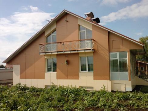 Отделка фасадов частных домов металлопрофилем с последующим монтажом плит керамогранита и в вашем распоряжении вентилируемый фасад