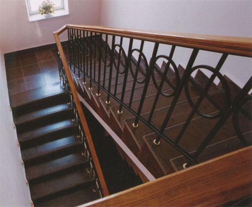 Отделка лестничного проема керамической плиткой