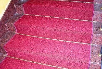 Отделка монолитной лестницы ковровым покрытием