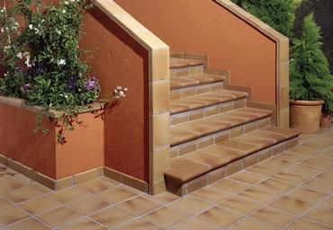 Отделка наружной лестницы