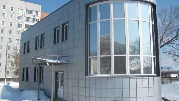 Отделка стен металлом чаще применяется в коммерческой недвижимости