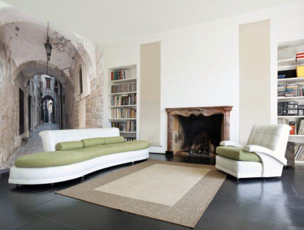 Отсутствие броских элементов интерьера в помещении на фото приковывает внимание зрителя к изображению на стене.