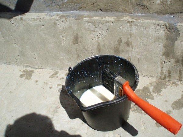 Перед началом отделки поверхность нужно загрунтовать