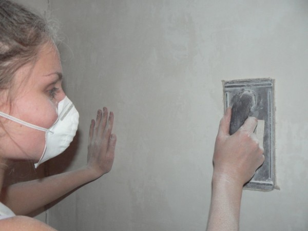 Водостойкая шпаклевка для ванной: влагостойкая, какую выбрать, видео-инструкция по монтажу своими руками, фото и цена