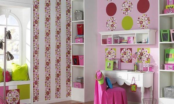 Пестрое, но одновременно стильное сочетание расцветок в детской комнате