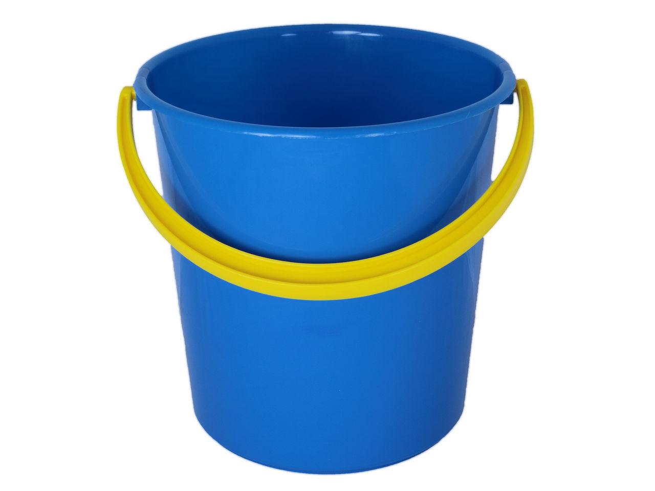 Пластиковое ведёрко – универсальная ёмкость, выручающая во многих ситуациях
