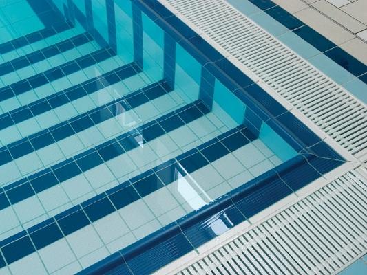Плитка на дне бассейна