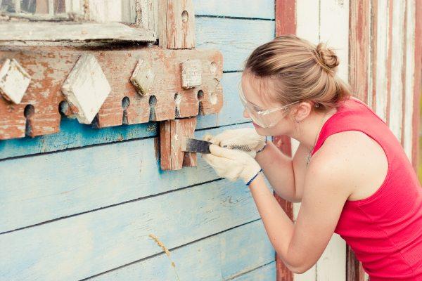 Подготовка поверхности фасада дома перед покраской