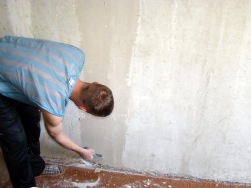 Подготовка поверхности стены к нанесению грунтовки