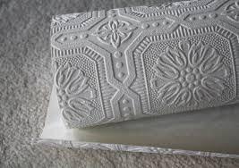 Подобные виды материалов очень часто предполагают последующее окрашивание, и имеют различного вида рельеф