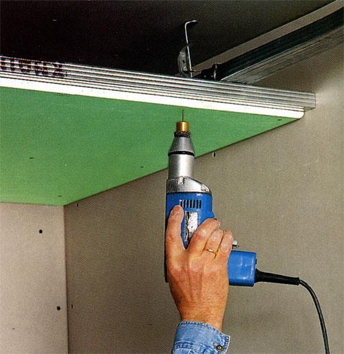 Подвесной потолок позволяет выровнять любые перепады.