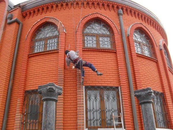 Покраска кирпичного фасада