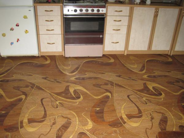 Покрытие кухонного пола линолеумом