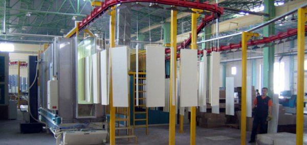 Полный комплекс оборудования для покраски порошком – включает в себя обязательно и «предбанник» для подготовки рабочих поверхностей и линию их подачи в камеру