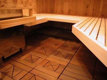 Полы можно сделать из керамической плитки.