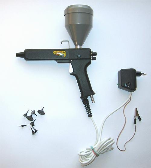 Портативный вариант пистолета, принцип работы которого ничем не отличается от принципа работы водного детского пистолета, хотя инструкция и прилагается, тут не обойтись без электросети