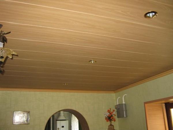Потолок в спальне из вагонки