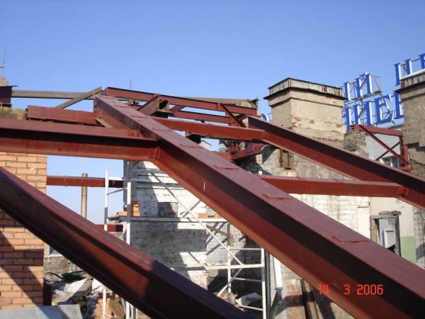 Практически все металлические конструкции, используемые в современном строительстве, обрабатывают подобным образом, чтобы значительно увеличить срок эксплуатации