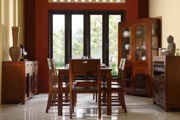 Предметы антуража из натуральной древесины сочетаются с теплым оформлением стен