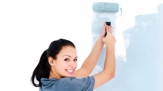 Прежде, чем красить флизелиновые обои, следует правильно подобрать материалы.